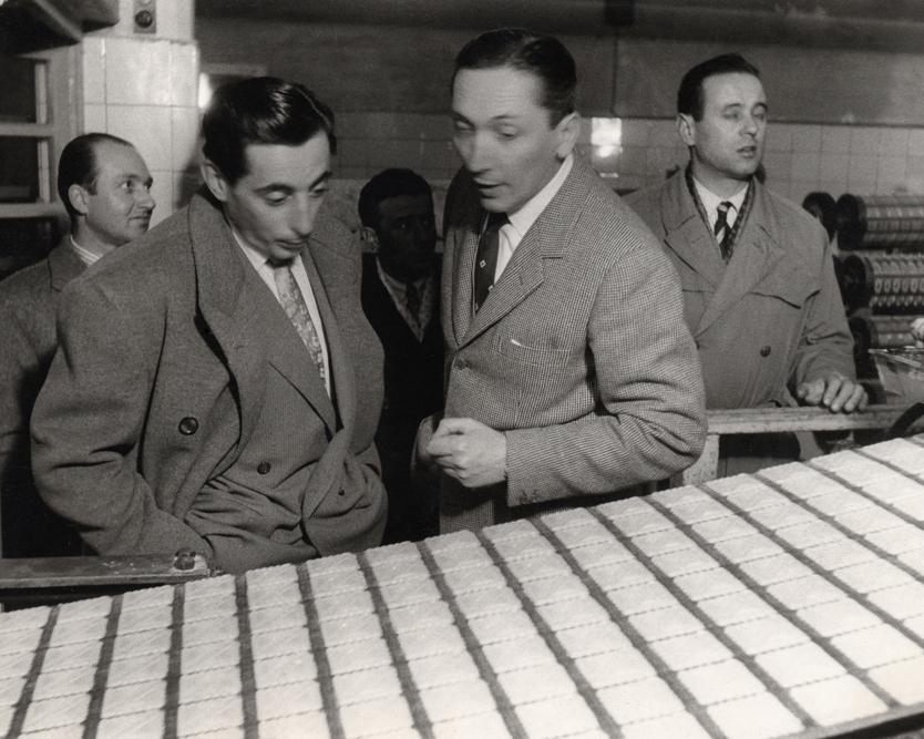 Fausto Coppi con Romano Romano sulla linea degli Oro Saiwa